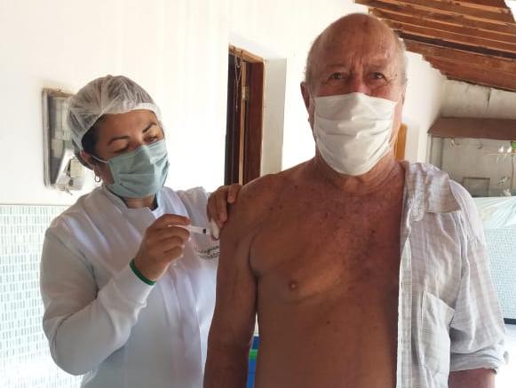 Poço Dantas vacina idosos de 79 a 77 anos de idade contra Covid-19