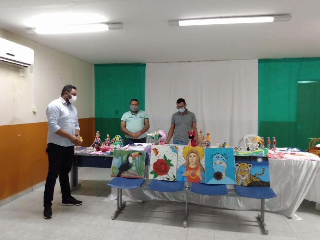 Prefeitura de Poço Dantas recebe de artesãos local peças para criação de acervo municipal