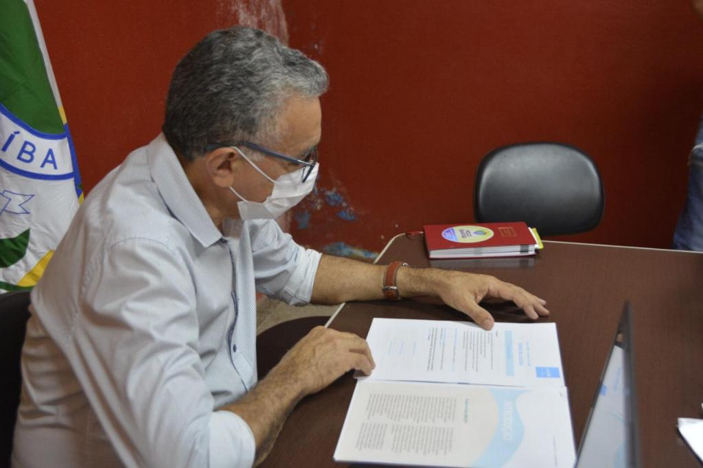 Prefeito Itamar Moreira assina termo de adesão ao Selo Unicef