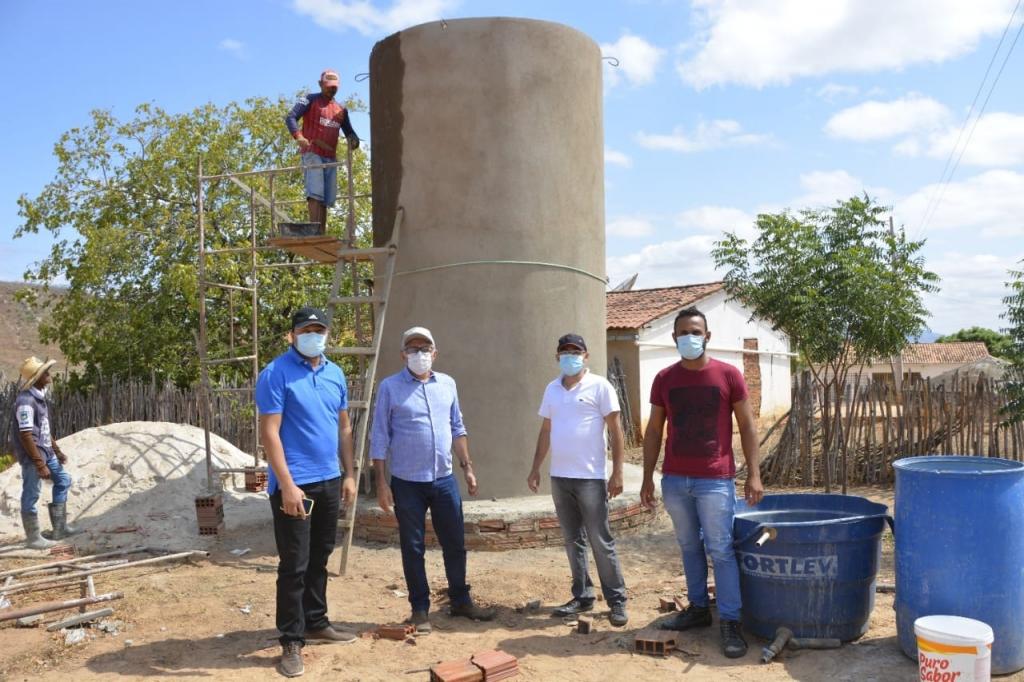 Prefeitura de Poço Dantas inicia instalação de abastecimento d'água no Sítio Baixa Verde