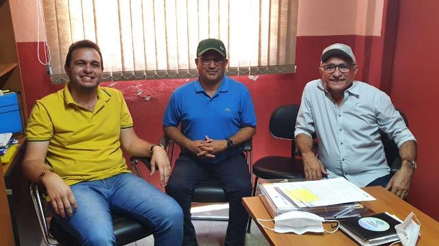 Prefeito Itamar Moreira recebe visita dos prefeitos Expedito Filho e Luiz Claudino em Poço Dantas